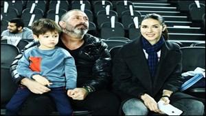 Cem Yılmaz'ın oğlu Kemal annesi Ahu Yağtu'ya olan sevgisini böyle gösterdi