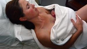 Uyurken doğurdu, 5 yaşındaki kızı fark etti