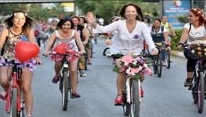 """Elazığ'da """"Süslü Kadınlar Bisiklet Turu"""" etkinliği"""