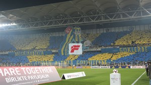Fenerbahçeli taraftarlardan koreografi şov
